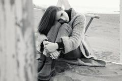 妇女被伤的单独感觉和心 图库摄影