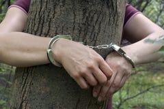 妇女被栓对一棵树在森林里 库存照片