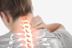 妇女被突出的脊椎充满脖子痛的 免版税库存照片