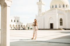 妇女视域在鞑靼斯坦共和国-白色清真寺 免版税库存图片
