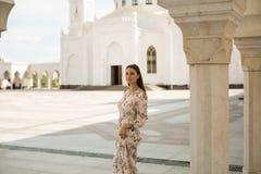妇女视域在鞑靼斯坦共和国-白色清真寺 免版税库存照片