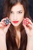 妇女赌博的藏品筹码 免版税库存图片