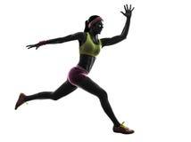 妇女赛跑者跑的跳跃的剪影 免版税图库摄影