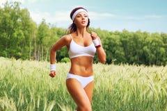 妇女赛跑者 免版税库存图片