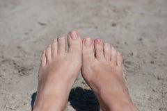 妇女赤脚 免版税库存图片