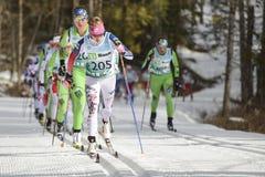 妇女越野滑雪竟赛者 库存照片