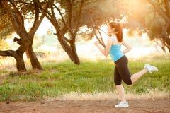 妇女跑步 库存图片