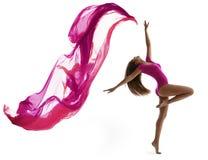 妇女跳舞体育,性感的女孩舞蹈家飞行布料 免版税库存图片