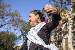 妇女跳舞在巴伦西亚,西班牙 免版税图库摄影