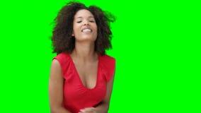 妇女跳舞,当移动时 股票视频