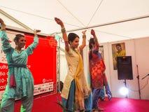 妇女跳舞 图库摄影