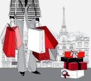 妇女运载的购物袋和堆被包裹的礼物盒 库存照片