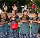 妇女进行一个传统舞蹈 免版税库存图片
