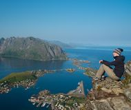 妇女远足者在挪威 库存照片