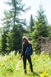 妇女远足者 免版税图库摄影
