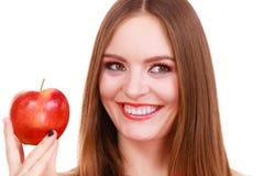 妇女迷人的女孩五颜六色的构成拿着苹果果子 免版税库存图片