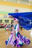 妇女迷离背景的舞蹈课 库存照片