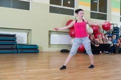 妇女迷离背景的舞蹈课 图库摄影