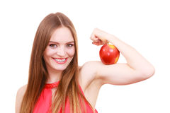 妇女适合的女孩拿着在她的二头肌胳膊的苹果果子 库存图片
