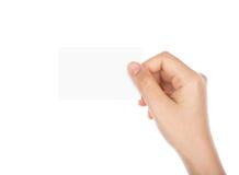 妇女递拿着信用卡 免版税库存图片