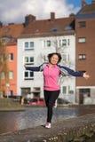 妇女都市体育行使 免版税库存照片