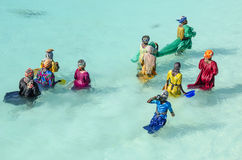 妇女钓鱼 免版税库存图片