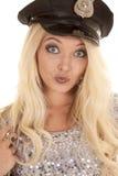 妇女银色成套装备警察帽子头假笑 免版税库存图片