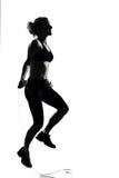 妇女锻炼健身姿势跳绳 免版税库存照片