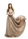 妇女长的礼服,在历史飞行挥动的褂子的时装模特儿 免版税库存图片