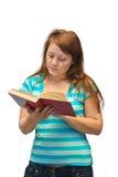 妇女阅读书 免版税库存图片