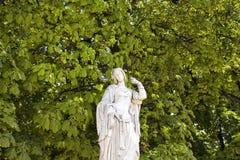 妇女雕塑看法  库存图片