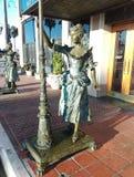 妇女雕象在新港海滨 免版税库存图片