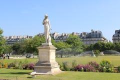 妇女雕象在巴黎 库存照片