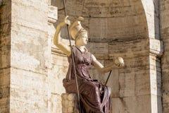 妇女雕象看法在前面,阿尔塔雷della帕特里亚,威尼斯广场,罗马意大利的 库存图片