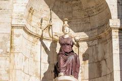 妇女雕象看法在前面,阿尔塔雷della帕特里亚,威尼斯广场,罗马意大利的 免版税库存照片