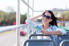 妇女露天公共汽车 库存图片