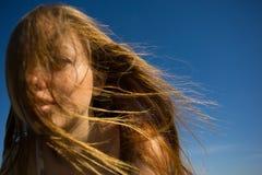 妇女面孔一根流动的头发 库存照片