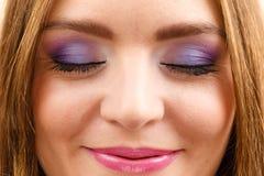 妇女面孔五颜六色的眼睛构成关闭了眼睛特写镜头 免版税库存照片