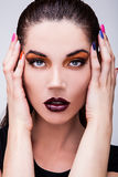 妇女面孔的自然健康秀丽。特写镜头橙色眼睛构成。 免版税图库摄影