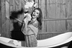 妇女面孔秀丽 浴的笑的妇女 图库摄影