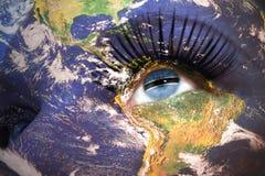 妇女面对与行星地球纹理和博茨瓦纳旗子在眼睛里面 库存照片