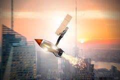 妇女飞行火箭和交付箱子 图库摄影