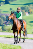 妇女骑乘马 库存照片