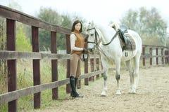 妇女骑师 库存图片