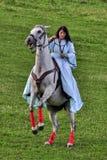 妇女骑马 库存图片
