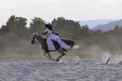 妇女骑马 免版税图库摄影