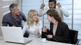 妇女高兴与朋友 股票视频