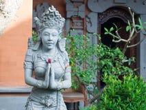 妇女,印度宗教雕象砂岩雕象在巴厘岛, Indon 免版税库存照片