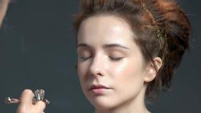 妇女,气刷的面孔 股票录像