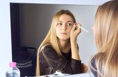 妇女绘专业构成眼睛 库存照片
